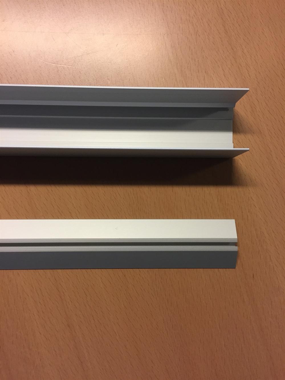 Billede af Enkeltsporede gulv og loftskinne på mål - pris pr. cm